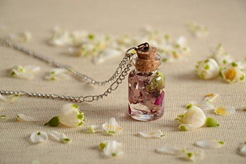 pendentif-fiole-avec-fleurs-sechees-en-resine-epoxyde-fait-main-sur-chaine