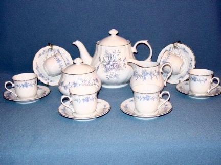 Blue Rose Children's 17pc Tea Set in Blue Roses
