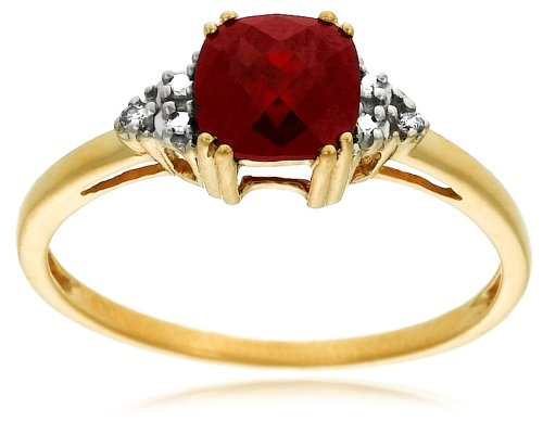 10k Yellow Gold, January Birthstone, Garnet and Diamond Ring., Size 6