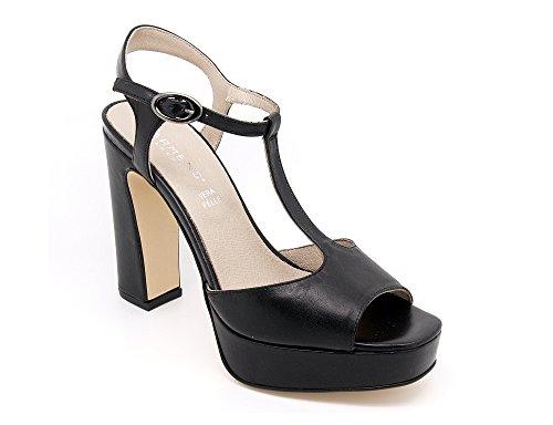 Carmens Padova sandali donna con cinturino, tomaia pelle nera e suola gomma