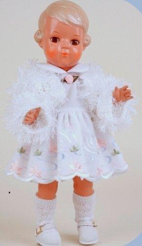 Schildkröt puppe Inge, 34 cm, im weißen Kleid mit Plauener Stickerei