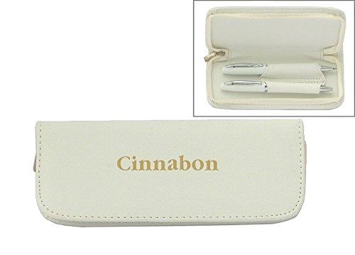 set-de-pluma-en-estuche-de-cuero-artificial-de-color-blanco-con-nombre-grabado-cinnabon-nombre-de-pi