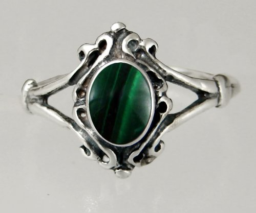 An Elegant Sterling Silver Victorian Ring Featuring a Lovely Malachite Gemstone