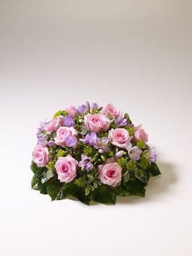 superbe-bouquet-de-roses-rose-freesia-funeraires-uk-mainland-seulement-30-cm