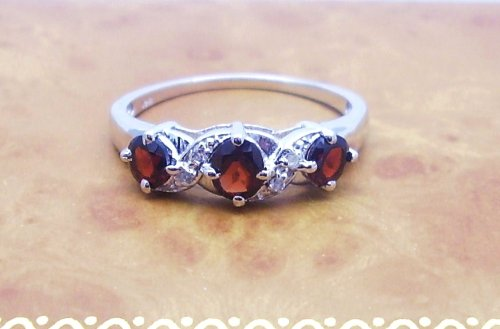 The Garnet Ring Collection: Ladies Sterling Silver Garnet Engagement / Eternity Ring with 0.81 Carats Genuine Garnet & 4 White Topaz (Size S). Comes in a Quality Ring Case for that Special Gift.