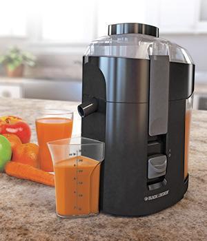 Black & Decker JE2200B 400 Watt Fruit and Vegetable Juice Extractor with Custom Juice Cup%