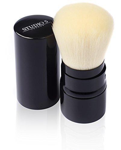 einziehbarer-kabuki-pinsel-von-studio-5-cosmetics-tragen-sie-ihr-make-up-unterwegs-auf