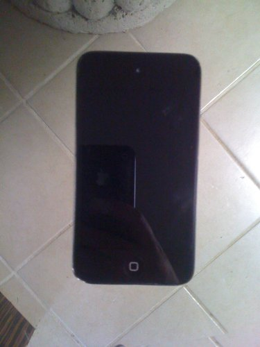 Apple iPod touch 8GB (4th Generation) - Black