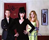 DON'T TRUST THE B-- IN APARTMENT 23 (Krysten Ritter, Dreama Walker, James Van Der Beek ) 8x10 Cast Photo Signed In-Person