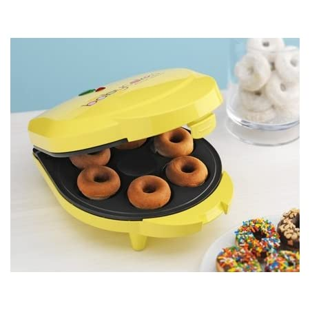 With the Babycakes doughnut maker you'll enjoy delicious cake-style doughnuts in the comfort of your own kitchen. Bake 6 mini doughnuts in about 4 minutes, then add your favorite toppings or sprinkles. Because the Babycakes doughnut maker bakes donut...