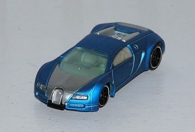 hot wheels 2010 160 blue bugatti veyron hot auction 1 64 scale toys games. Black Bedroom Furniture Sets. Home Design Ideas