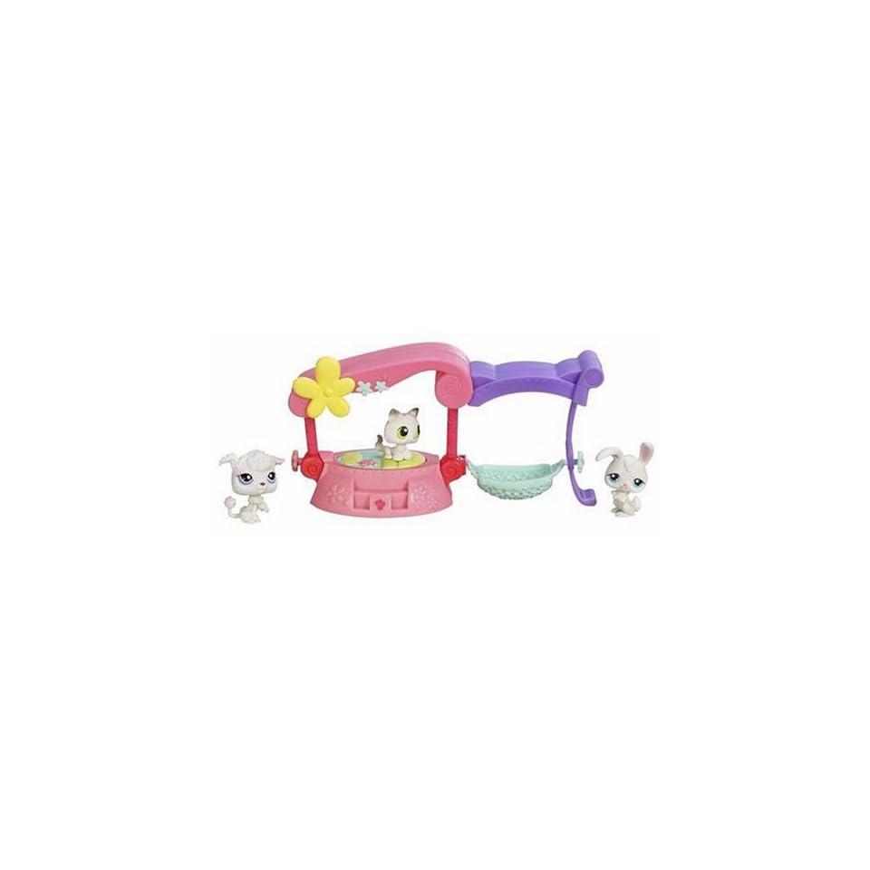 Hasbro Littlest Pet Shop Fancy Friends Bed