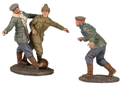 W. Britain 23088 A Friendly Game 1914 Christmas Truce Soccer Set #1 – No Man's Land Soccer Match by Britains günstig kaufen