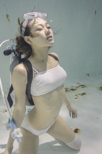 水中ニーソ