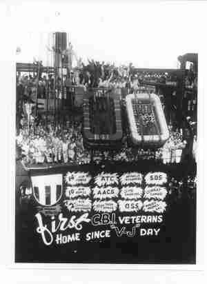 Photo Navy Veterans Return Home From V-J Day