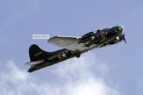 Photo A restored B-17 Flying Fortress aircraft nicknamed