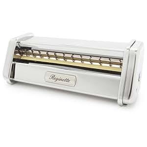 sur la table pasta machine