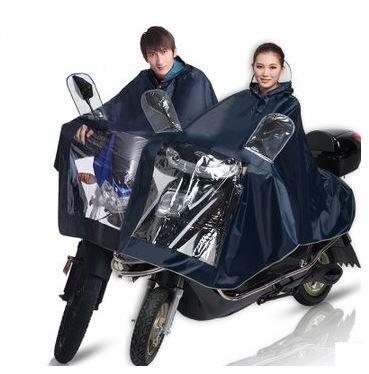 これで梅雨もへっちゃら!バイク、スクーター通勤の強い味方!完全防水! スクーター、バイク用 レインポンチョ レインコート 雨合羽 携帯に便利なコンパクト収納袋付き  裾にリフレクターテープ付き、夜も蛍光発色で安心、安全! レインウェア バイクウェア カラー:紺色 サイズ:L