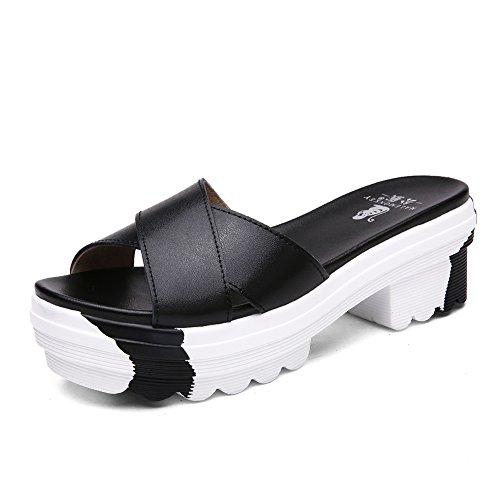 Lady brute en été avec des sandales et pantoufles/Gâteau épaisse semelle pantoufles occasionnels/Sandales en cuir