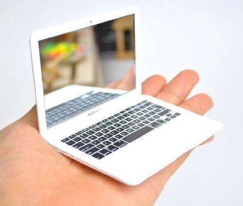 white-macbook-air-design-portable-pocket-mini-make-up-cosmetic-mirror