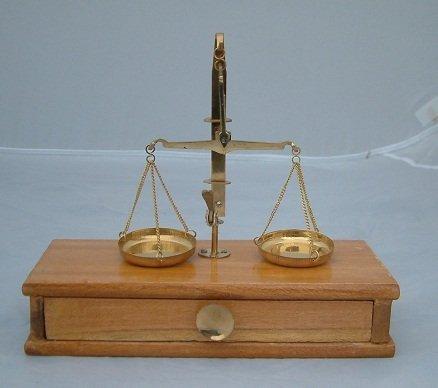 Balance en laiton avec cordon Woodern 2132