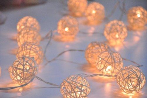 220V-Euro-Stecker-20er-LED-Cremewei-Rattan-Lichterkette-Warmwei-ideal-fr-Schlafzimmer-Kommode-Schaukasten-Heim-Hochzeit-Weihnachten-Dekoration