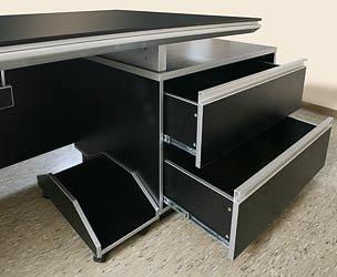 b rom bel bueroausstattung b ro chef schreibtisch kehl xxl schwarz von jet line office. Black Bedroom Furniture Sets. Home Design Ideas