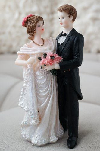 Vintage Wedding Couple Groom and Bride w/ Wreath Decor Figurine Statue
