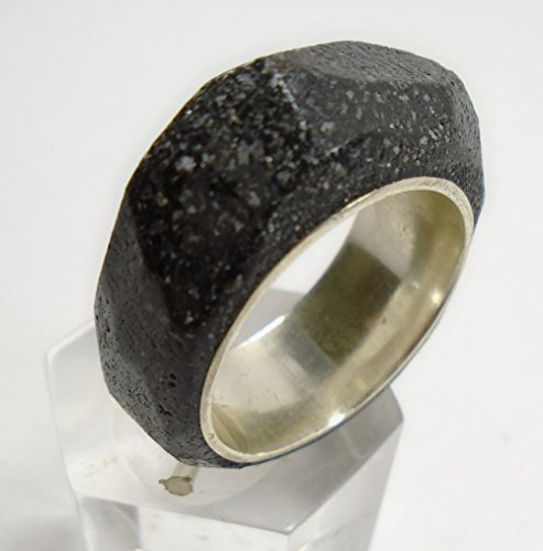 silver-ring-with-black-stone-reconstituted-and-facets-with-personalized-text