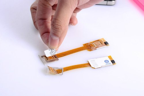 iPhone4 iPhone4S iPhone5 対応 デュアル SIM アダプター iPhone5 用 ケース付き(ケース色選択不可) [並行輸入品]