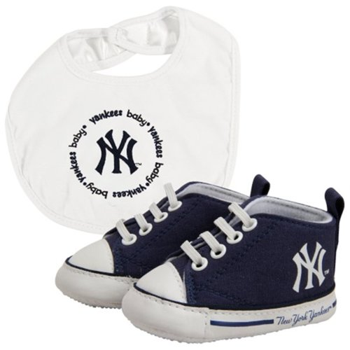 Baby Fanatic New York Yankees Bib And Pre Walkers Set front-1040632