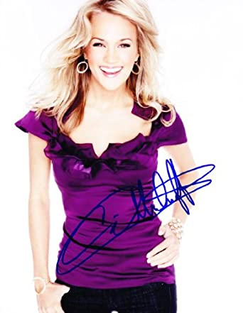 Carrie Underwood Signed Autographed 8.5 x 11 Photograph, Authentic with COA