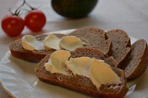 全粒粉100%パン(ドイツパン)    ※≪健康的で☺驚くおいしさ≫しかも無添加。(天然酵母です)