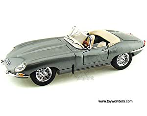 "Amazon.com: BBurago - Jaguar ""E"" Cabriolet Convertible (1961, 1/18"