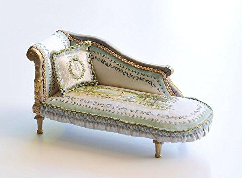 mueble-miniatura-chaise-longe-tapizada-en-seda-y-pintada-a-mano-escala-112
