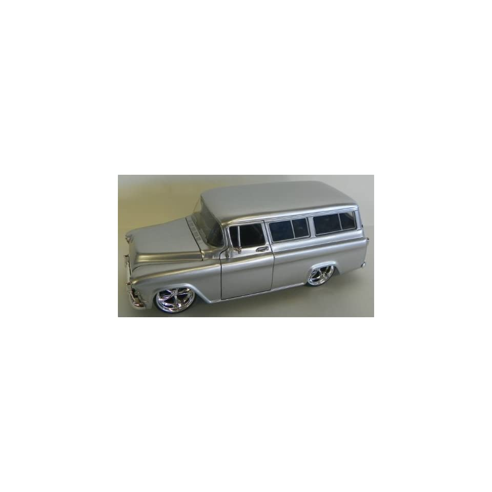 Jada Toys 1/24 Scale Diecast Big Time Kustoms 1957 Chevy Suburban in Color Silver