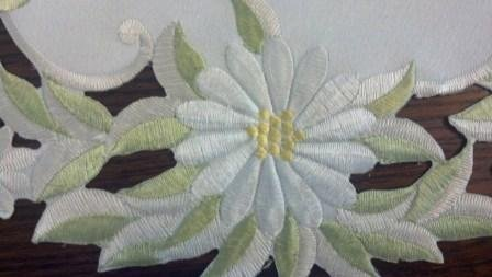 "34"" X 14"" White Daisy On Celery Green Material Table Runner Or Dresser Scarf"