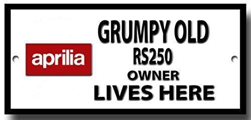 grumpy-old-aprilla-rs250-propietario-vive-aqui-placa-de-metal