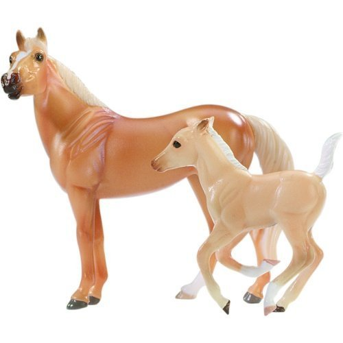 breyer-by5922-golden-horse-and-foal-set