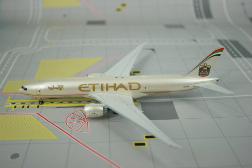 Phoenix Etihad Crystal Cargo B777-200F Model Airplane