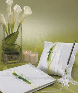 Bridal-Beauty-Calla-Lily-Toasting-Set