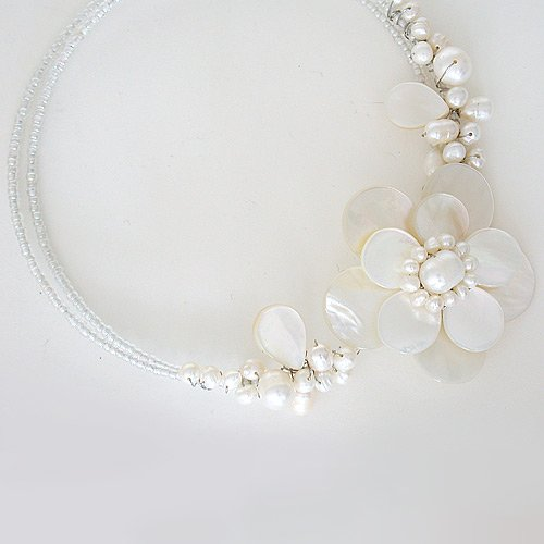 Flower Choker in White Mother Of Pearl