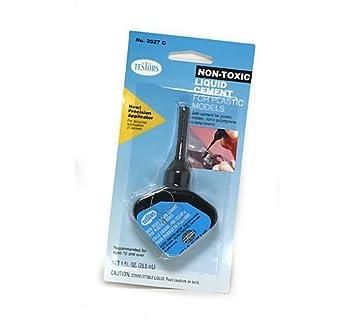 Testors - PLASTIC GLUE 29.5 ml - TE3527C