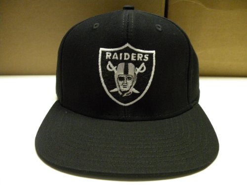 9248126829c NFL Los Angeles Raiders Snapback Vintage Old School Retro Cap From the  Vintage NFL Collection. Size is a One Size Snap Back. Retro Old School  men s Original ...