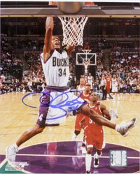 Signed Allen, Ray (Milwaukee Bucks) 8x10 autographed by Powers+Collectibles