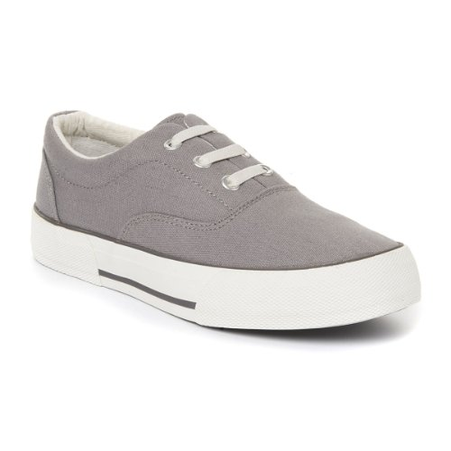 Boy's canvas tennis shoes