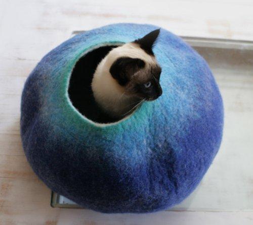【VAIVA】100%ウールフェルトのおしゃれな隠れ家風キャットハウス ブルー