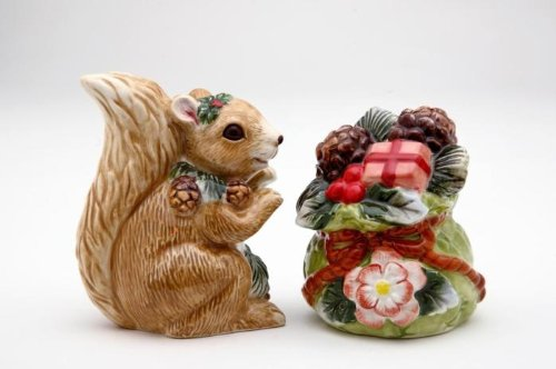 3.25 inch Gray Squirrel Figurine Collectible Salt and Pepper Shakers