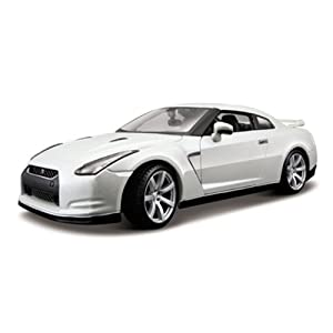 41PzBcP6iCL. SL500 AA300  Nissan GT R R35 Pearl White Diecast Model Car 1:18