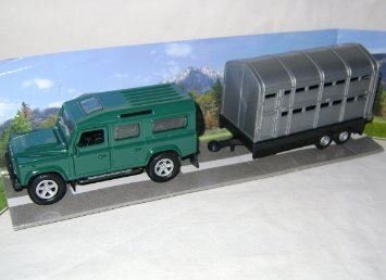 nouvelle-voiture-4x4-green-land-rover-avec-de-largent-betaillere-01h43-teamsters-scale